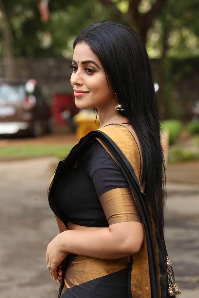 Beautiful Kannur Girl Poorna Photos In Transparent Black Saree