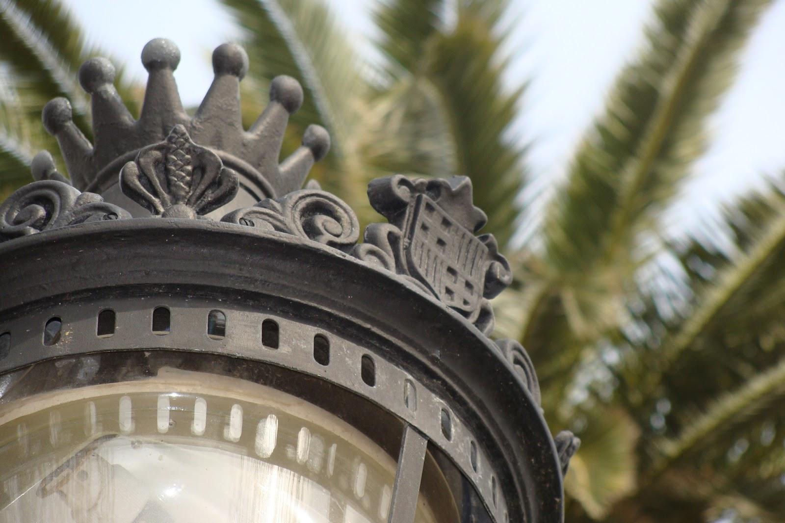 Escudo Barcelona Farola Plaça Reial