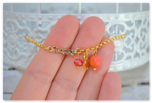 détails bracelet doré happy