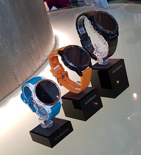 From left: fēnix 5s Plus (blue band); fēnix 5 Plus (orange  band); fēnix 5X Plus (black band).