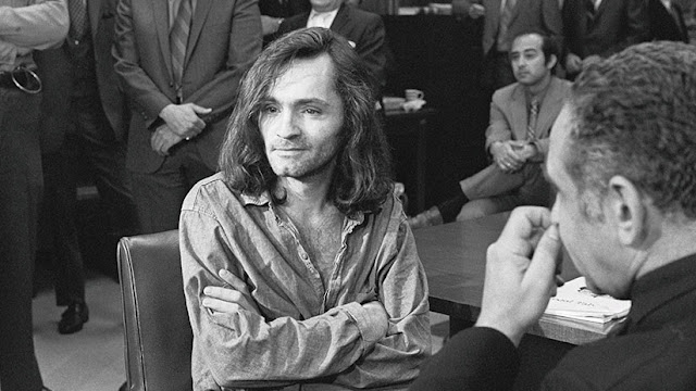 """""""Soy solo un reflejo de ustedes"""": Cómo Charles Manson se convirtió en la personificación del mal"""