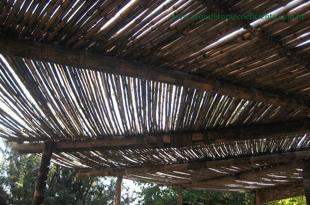 Cobertura em bambu