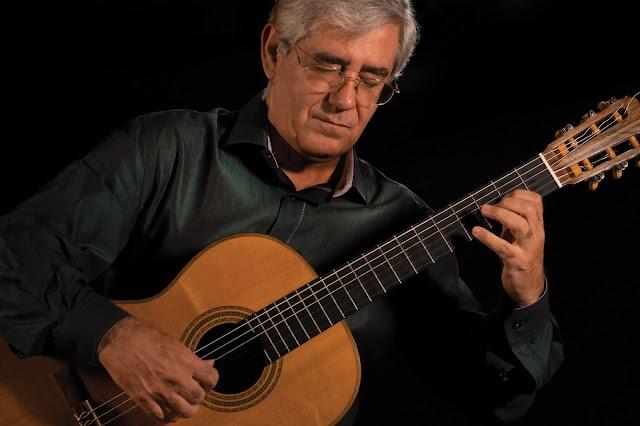 Após apresentações na Europa, o violonista Edson Lopes se apresenta em São Paulo