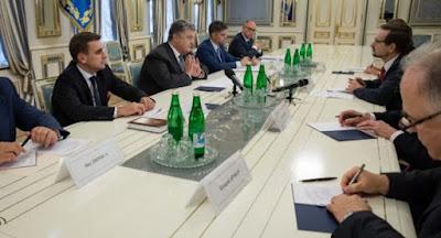Україна обговорює варіанти введення миротворців на Донбас