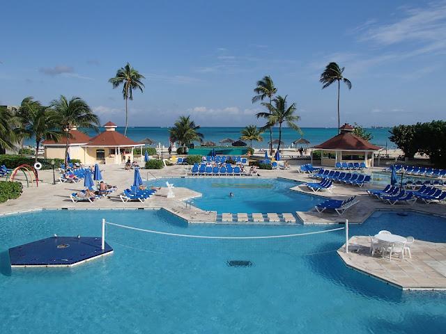 Breezes pool