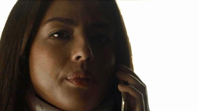 Laura liga para o pai depois de sumir por uns tempos (Imagem: Reprodução/TV Globo)