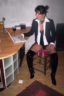Do you want Mistress to smile when she reads your message? Then follow the RULES!