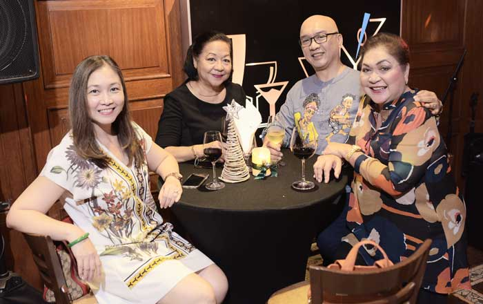 Jorie Pascual, Genette Lon, Mike Dakudao, Rotary South Davao President Norma Monfort