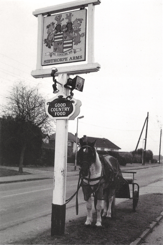 Photograph of a horse and trap outside the Sibthorpe Arms, Welham Green