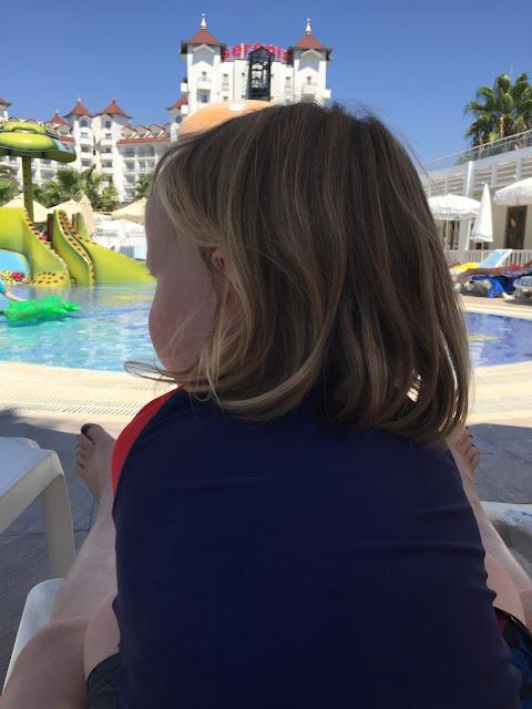 Side Serenis - Kinder-Pool und Blick aufs Hotel