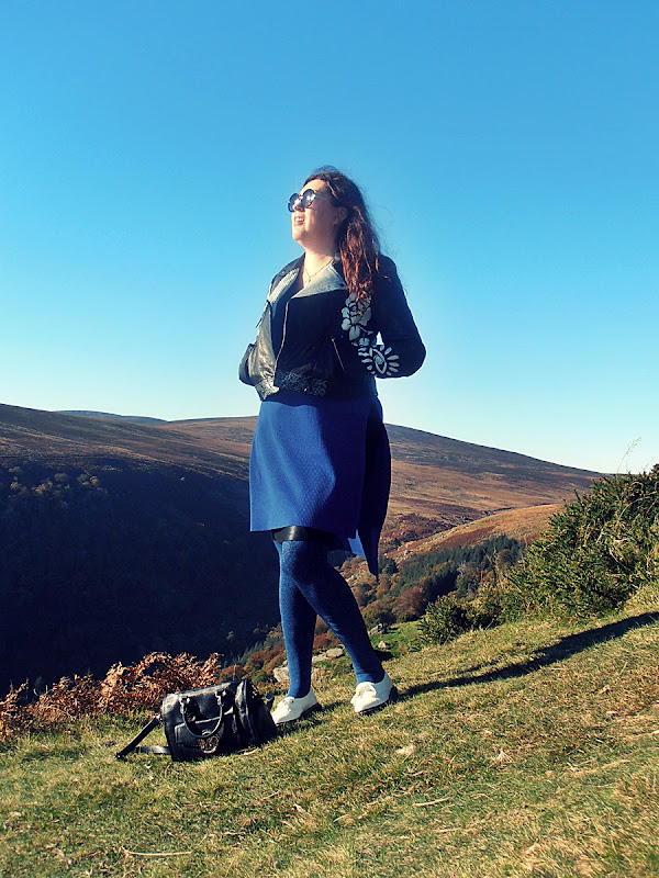 chabrowy sweter i Dr Martens Siano