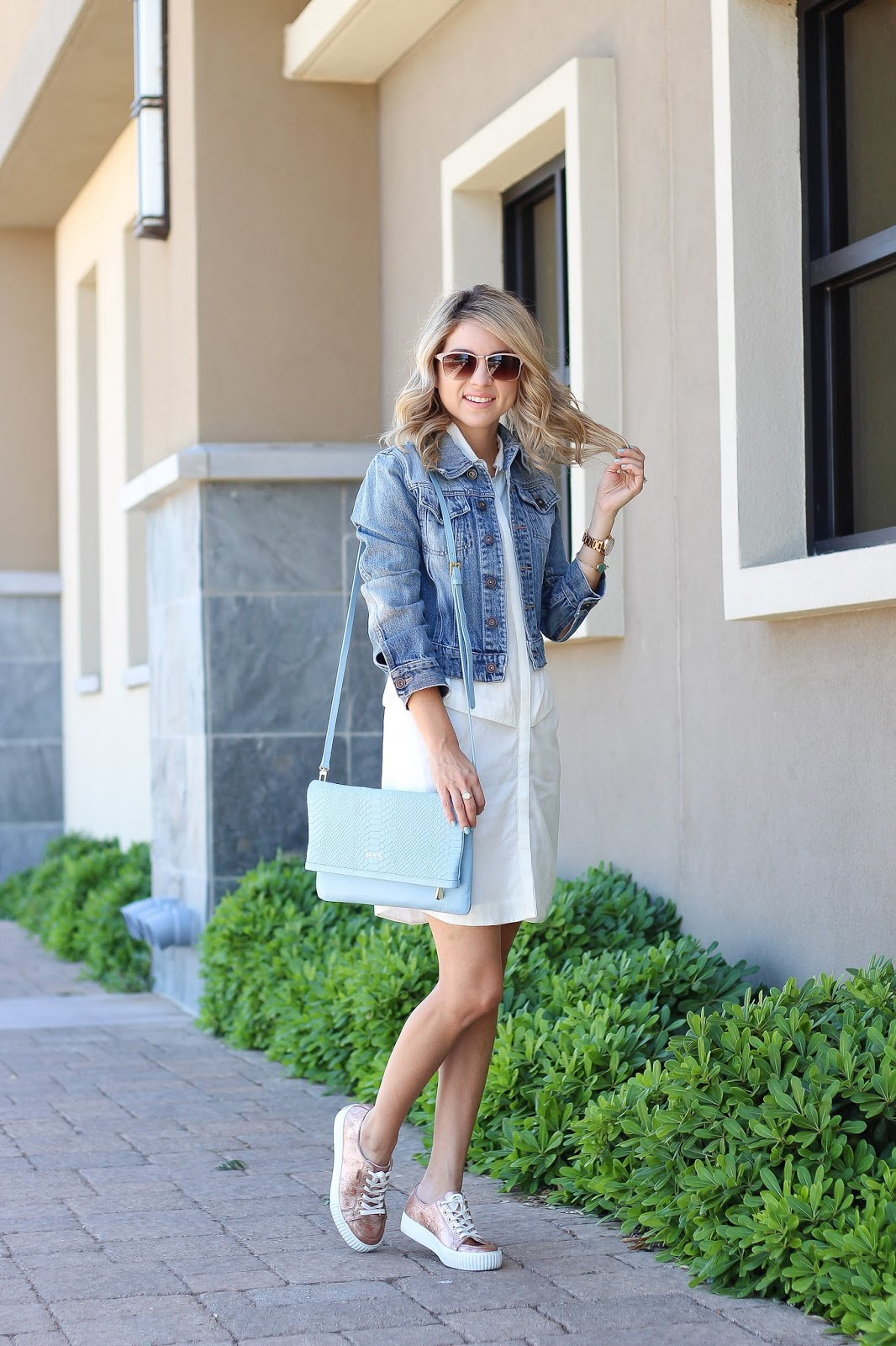 casual outfit with clutch