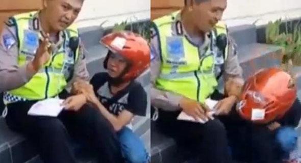 Bocah Ingusan Bergaya Kala Di Tilang Polisi