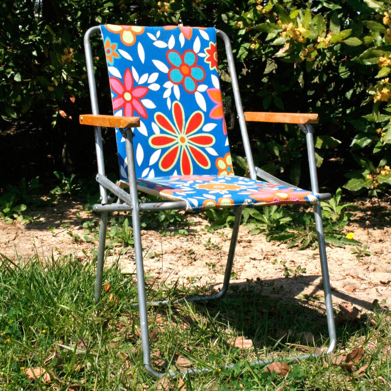 la puce au grenier d coration vintage chaise pliante. Black Bedroom Furniture Sets. Home Design Ideas