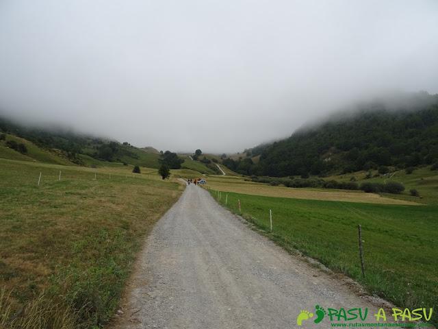 Ruta del Valle del Lago: Pista atravesando el valle