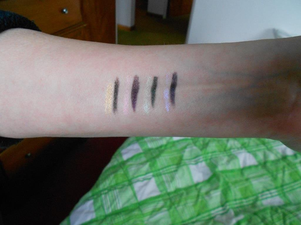 Wonder Ombre Holographic Eyeliners swatches