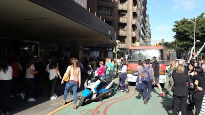 Desalojada  planta baja Corte Inglés de Mesa y López por incendio en escaparate
