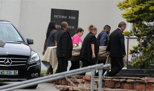 oscar pistorous girlfriend buried