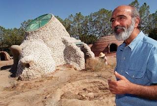 Construccion de un Eco Domo con superadobe por Nader Khalili