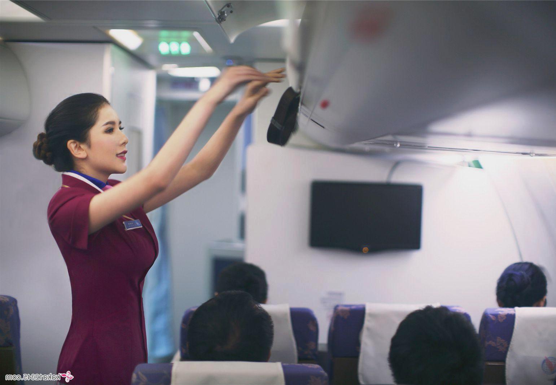 Nghề tiếp viên hàng không và những rủi ro khóc khuất chưa ai biết