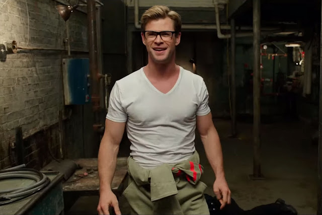 Chris Hemsworth shows off his muscles and his talent