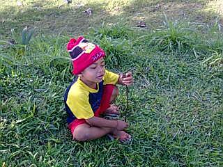 Gung Candra - Anak 3 tahun bermain di ladang