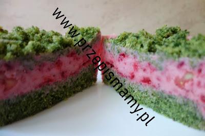 Ciasto szpinakowe z musem truskawkowym