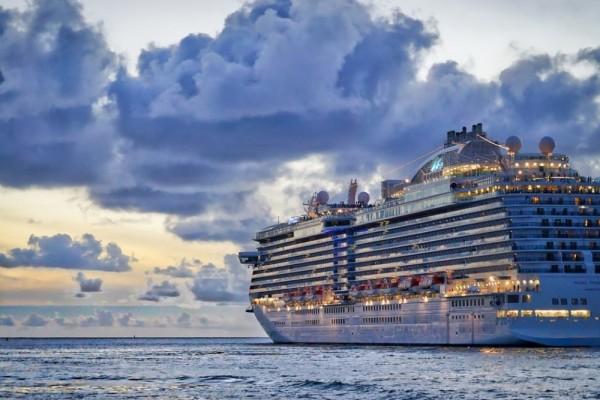 5 Alasan Milenial Harus Sekali-kali Coba Traveling Pakai Kapal Laut