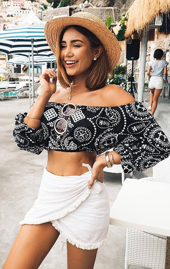 awesome outfit idea with a straw hat : black crop top and white skirt