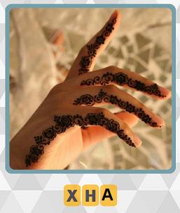 на руке девушки хной нарисован узор на 2 уровне 600 слов