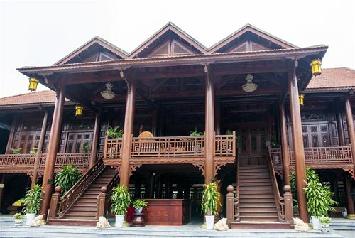 nhà gỗ 2 tầng