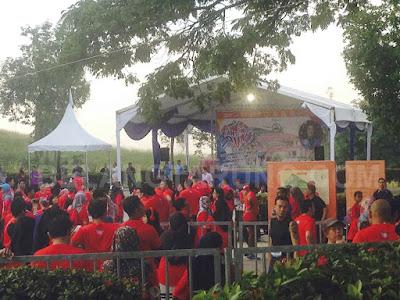 Di Perkarangan Taman Cabaran Putrajaya