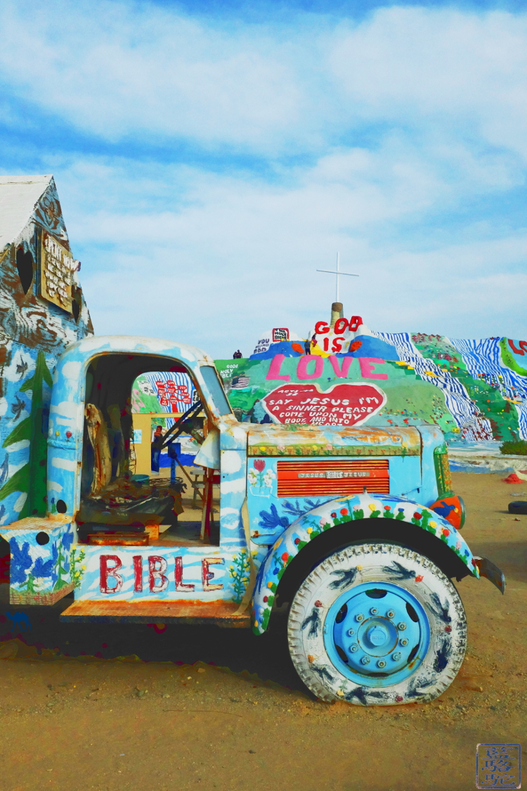 Le Chameau Bleu - Paysage à Salvation Mountain en Californie du Sud USA