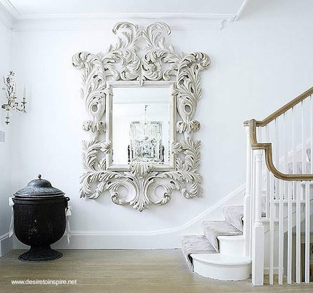 Un espejo decorativo Barroco