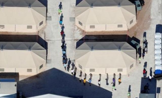 U.S. judge suspends deportations of reunited immigrant families