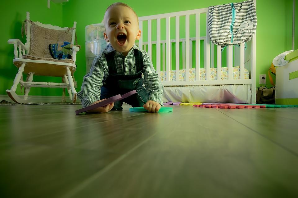child-criança-bebê-recem-nascido-jogo-jogos--jogo infantins-diversão-piaget-teoria-de-piaget