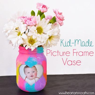 Bingkai foto sekaligus vas bunga dari toples mason