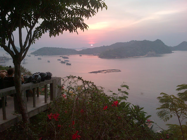 Paradise Bar and Cafe, Labuan Bajo