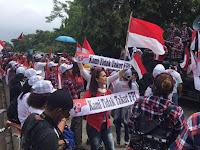 "Pro Ahok Bawa Atribut ""Kami Tak Takut FPI"", Pengacara Senior: Tangkap! Jelas itu Hate Speech"