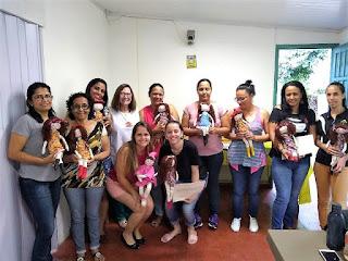 Jacupiranga promove capacitação e entrega certificados da última turma do curso de oficina de bonecas.