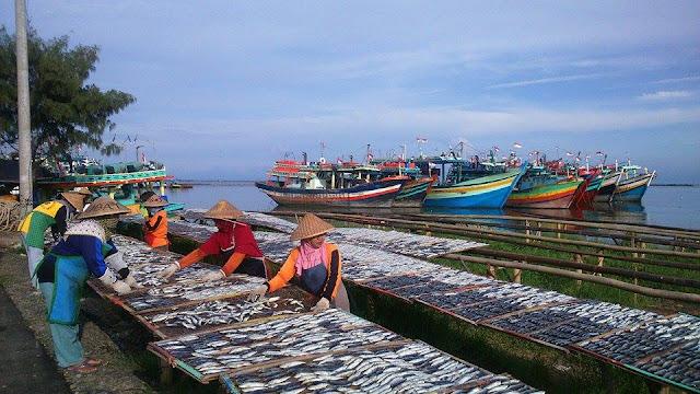 Tegal, Poros & Wisata Maritim Indonesia.