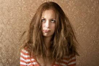 Τα μαλλιά σου ηλεκτρίζονται; 3 tips για να τα αντιμετωπίσεις