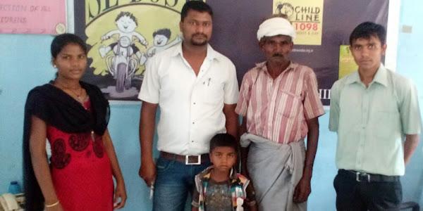 वाटसएप की सहायता से खोया बच्चा पहुचा अपने घर