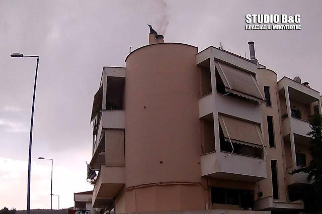 Πυρκαγιά σε καμινάδα στο Ναύπλιο (βίντεο)