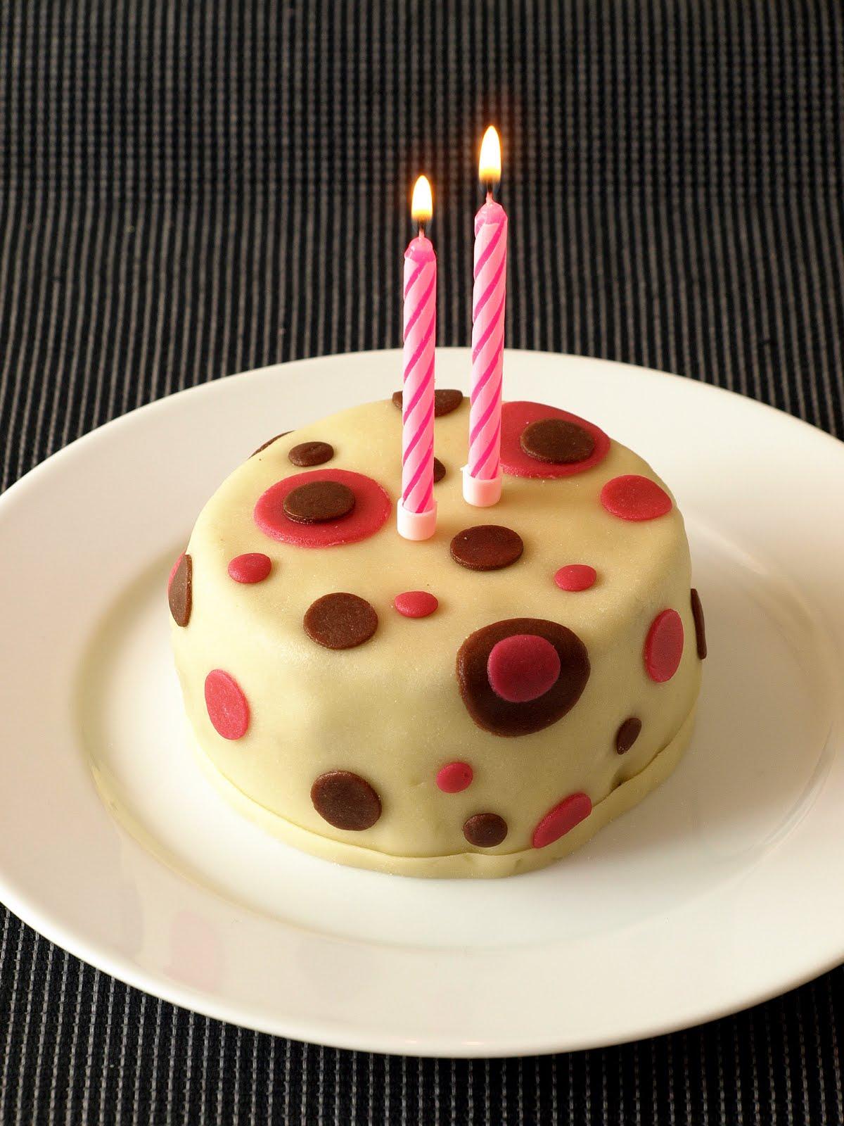 malý dort k narozeninám CHEZ LUCIE: 2. narozeniny (opět s dortem) malý dort k narozeninám