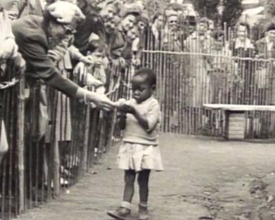 Manusia Dijadikan Tontonan di Kebun Binatang, Inilah Potret Diskriminasi Masa Lalu yang Kejam!