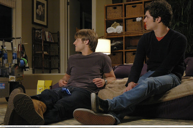 benjamin mckenzie and adam brody hang out in the pool house behind the scenes the o.c.