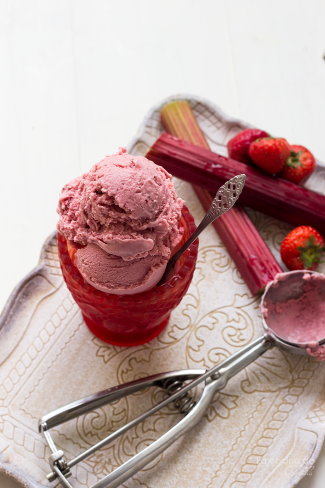 rhubarb-strawberry-ice-cream