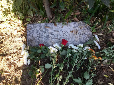 Tomb of Olga Rudge, November 1, 2015 - Photo: Cat Bauer - San Michele Cemetery, Venice, Italy
