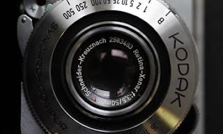 NUEVA YORK (Reuters) — Eastman Kodak perdió una apelación en una disputa de patentes por una tecnología de imagen digital con Apple y Research In Motion, lo que podría suponer un revés en los esfuerzos del que fuera un gigante de la fotografía, ahora en bancarrota, para recaudar dinero vendiendo patentes. La Comisión Internacional de Comercio de Estados Unidos mantuvo un fallo del 21 de mayo del juez Thomas Pender que indicaba que ni Apple ni RIM habían violado los derechos de Kodak en la llamada patente 218, referente a cómo las cámaras digitales muestran imágenes previas de las fotografías.
